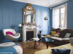French Apartment: when classic meet modern Living Room Modern, Home Living Room, Living Room Decor, Living Spaces, Baroque Decor, Modern Baroque, Elle Decor, Decoracion Vintage Chic, French Apartment