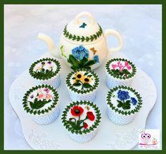 Edible teapot and cupcakes based on Portmerion botanical garden range of pottery Garden Cupcakes, Cake Picks, Teapot, Botanical Gardens, Pottery, Range, Top, Ceramica, Tea Pot
