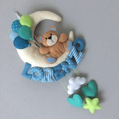 Stork softie newborn decoration – Fiocco nascita cicogna – customisable name – baby boy – blue – Nombres de bebés y ropa de bebé. Baby Crafts, Felt Crafts, Diy And Crafts, Diy Bebe, Baby Mobile, Felt Baby, Cat Friendly Home, Sewing Toys, Baby Room Decor