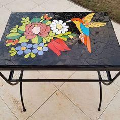 Mesa terminada!! #mosaiquismo #mosaico #airelibre Mosaic Garden, Mosaic Art, Mosaic Glass, Stained Glass, Mosaic Designs, Mosaic Patterns, Mosaic Tables, Mosaic Animals, Mosaic Flowers