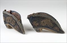 Shoes | China | late 19th century | silk, cotton | length: 11.5 cm | National Museum, Prague | Inventory #: 32551