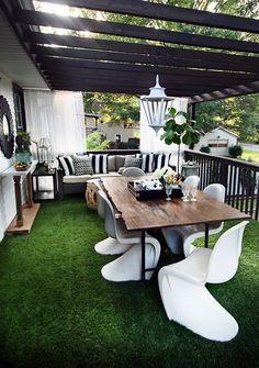 terraza con hierba artificial