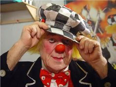 Oleg Popov... One of the clowns that I most admire for his way to be a clown and his political manner to show it without constrange others. I hope one day be like him.