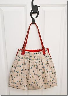 free pattern. This bag is super easy to make. One of my favs.