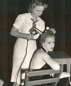 Hairstyling. 50s.