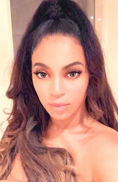 Beyoncé Online Photo Gallery: Click image to close this window Beyonce 2013, Beyonce And Jay Z, Tina Knowles, Beyonce Knowles, Snapchat Faces, Beyonce Style, Beyonce Blonde, Online Photo Gallery, Queen B