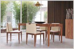 MALIBU', tavolo allungabile in legno di noce canaletto con ampi cassetti laterali.