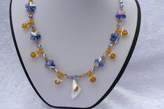Ketten mittellang - Kette blau gelb Blüten Schmuck Perlen - ein Designerstück von trixies-zauberhafte-Welten bei DaWanda