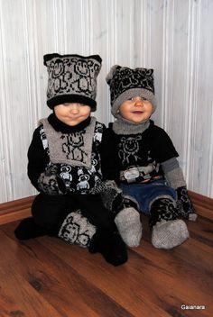 beanie, neckwarmer, mittens and woolen stockings Knit Hats, Something Beautiful, Neck Warmer, Mittens, Monkey, Beanie, Stockings, Knitting, Children