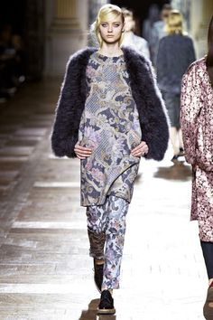 Feathers Sleeves #Fashion #Trend for Fall Winter 2013 Dries Van Noten F/W 2013Feathers Sleeves in Grey #Fashion #Trend for Fall Winter 2013 Ralph Lauren F/W 2013 #feathers #trends