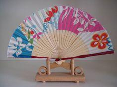 Google Image Result for http://img.alibaba.com/photo/237650763/paper_fan_silk_fan_hand_fan_decoration_fan.jpg