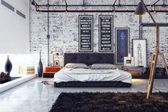 Os tijolos dão tom ao quarto, que também abusa do preto, branco e cinza, com apenas alguns pontos de cor.
