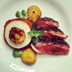 Magret de pato con Salsa de peras al vino y balsámico