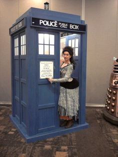 Idris at Chicago TARDIS 2011. Need to take some of the stuffing out of the bustle and tailor the ruffled skirts a bit more.