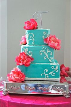 Modern wedding cakes for the holiday: Blue and pink wedding cakes