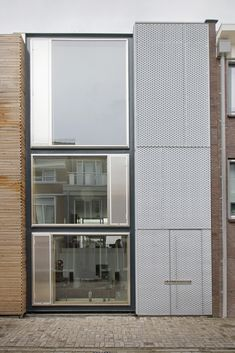 V23K16 house by Pasel.Kuenzel architects - in Leiden, Netherlands. 1830 sq ft, 3-level house in a former industrial area.