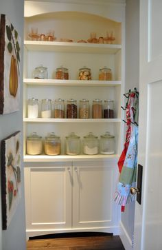 danielle oakey interiors: home tour & merry christmas! Bright Kitchens, Cool Kitchens, Kitchen Decor, Kitchen Design, Kitchen Ideas, Kitchen Pantry, Open Pantry, Pantry Ideas, Kitchen Shelves