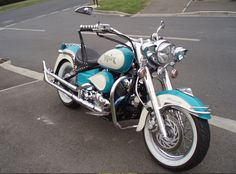 1998 Yamaha V Star 650. Now I have some good ideas for mine! Gorgeous!