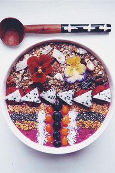 acai bowl presentation