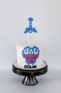 Chocolate cake with buttercream cover in fondant. Shield is made with fondant. Sword is made with dried gumpaste and covered in fondant. Boys 8th Birthday, Zelda Birthday, 8th Birthday Cake, Birthday Cake Pictures, Happy Birthday, Sword Cake, Nintendo Cake, Zelda Cake, Video Game Cakes