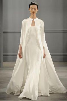 Casamento no inverno: o charme de capas e casacos para noivas