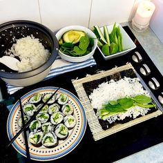 Image uploaded by 𝐲𝐚𝐬𝐦𝐢𝐧. Find images and videos about food, green and sushi on We Heart It - the app to get lost in what you love. I Love Food, Good Food, Yummy Food, Healthy Snacks, Healthy Eating, Healthy Recipes, Clean Eating, Food Porn, Aesthetic Food