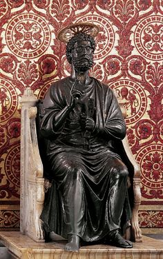 The bronze statue of Saint Peter holding the keys of heaven, attributed to Arnolfo di Cambio. in St. Rome, Le Vatican, Santa Sede, St Pierre, St Peters Basilica, Jesus Christ, Facade, Saints, Statue