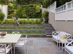 Schon Eine Kleine Hinterhof Ecke Ist Leicht Zu Organisieren   Schattige Hinterhöfe    Pinterest   Kleinen Hinterhöfen, Hinterhof Und Organisieren