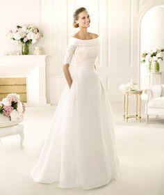 Pronovias vous présente la robe de mariée Vitoria, Manuel Mota 2013. | Pronovias Elle brille mais elle a de vraies poches, encolure 10/10