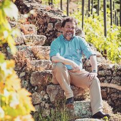 Michel Chapoutier (pictured) leads @maisonchapoutier producing quality wines in Rhône Roussillon and Australia for quite some time. Among these is Chapoutier Bila Haut Roussillon Villages 2013 reviewed by @hiredbelly: Affordable red shows off schist and limestone terroir perhaps just a little more thanks to fermentation and some time spent in concrete. Medium-bodied blend of 40% Syrah 40% Grenache and 20% Carignan yields mulberry blackberry and peppery notes before a well-integrated…
