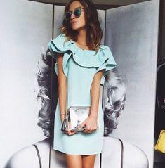 Воланы, оборки и сборки модное летнее голубое платье трапеция с воланами лето 2016