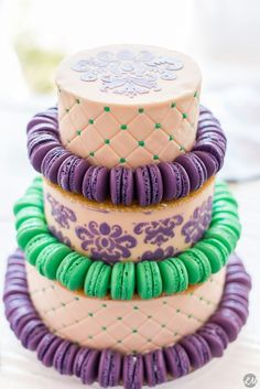 Fusion pâtisserie française & pâtisserie américaine ~ Wedding Cake avec plateau de nougatine entre chaque étage ~ éventail de macarons