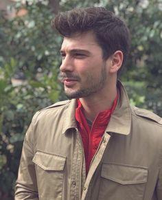 Deniz Can Aktaş Turkish Actors, Celebs, Celebrities, Attractive Men, Handsome Boys, Celebrity Crush, My Boys, Famous People, Military Jacket