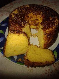 Bolo de fuba com laranja, na forma untada com manteiga e açúcar com ca | Receitas Gshow