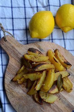 Patataes lemonates, sitruunaperunat. Niin hyvää, että vähäinenkin järki meinaa lähteä. Tein annoksen, josta riittää yhdelle kahdelle. Tarvitset:
