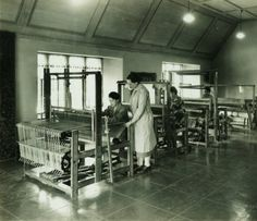 studio: Cranbrook Academy of Art | Loja Saarinen (seated) + Maja Andersson-Wirde + Valborg Nordquist + Raghold Johnson | Bloomfield Hills, Michigan, U.S.A. | c. 1930
