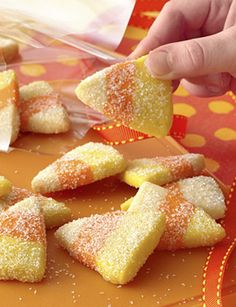 """""""Sparkling Candy Corn Cookies"""" for Halloween or just for fun! These bite-sized Halloween cookies resemble candy corn and have a hint of orange flavour. Halloween Desserts, Halloween Fruit, Halloween Punch, Halloween Goodies, Halloween Cupcakes, Halloween Treats, Halloween 2016, Keto Cookies, Cookies Gluten Free"""