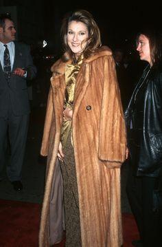 Ces photos qui prouvent que Céline Dion a toujours été une... Elizabeth Hurley, Celine Dion, Erin Wasson, Carrie Bradshaw, Victoria Beckham, Martina Mcbride, Annie Lennox, Vogue Us, Selena Quintanilla