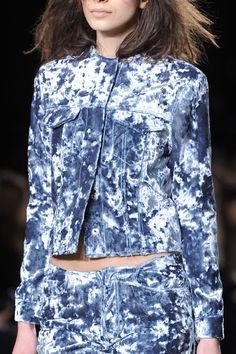 Marques Almeida at London Fall 2014 (Details) Tie Dye Fashion, Denim Fashion, High Fashion, Bleached Denim, All Jeans, Denim Outfit, Denim Fabric, Textiles, Jeans Style
