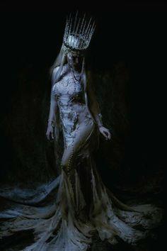 dark art 20 Trendy photography fantasy fairytale n - Dark Fantasy Art, Fantasy Kunst, Fantasy Queen, Fashion Fantasy, Character Inspiration, Character Design, Dark Queen, Dark Photography, Night Photography