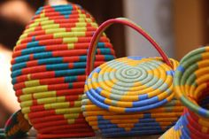"""A Colombian approach to design and artisan crafts. The """"Guacamaya"""" table is a contemporary design by Sergio Vergara for Zientte and Artesanias de Colombia. Guacamayas is a village in the department… Basket Decoration, Handmade Home, African Art, Basket Weaving, Handicraft, Origami, Crafts, Diy, Claire"""