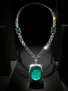 Emerald and Diamond Pendant Necklace --  Sultanesque