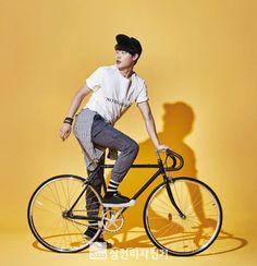 [Photos] Ryu Jun-yeol and Park Sin-hye, bicycle models @ HanCinema :: The Korean Movie and Drama Database