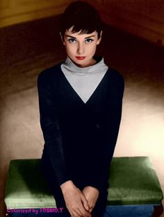 Audrey! Audrey Hepburn Movies, Audrey Hepburn Photos, Gorgeous Women, Amazing Women, Golden Age Of Hollywood, Timeless Beauty, Vintage Hairstyles, Vintage Photos, Style Icons