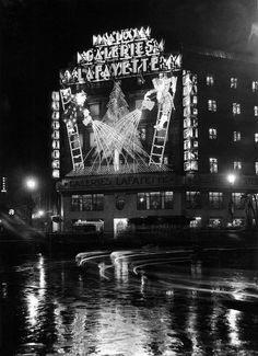 One of most classic Christmas spots for ages has been Les Galeries Lafayette, pictured here in 1930. | 13 Magical Vintage Photos Of Paris At Christmastime