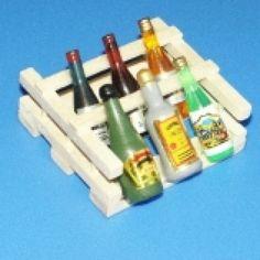 Ensemble de bouteilles en bois sur support - 786/226 1/12ème #maisondepoupées #dollhouse #bouteilles #bottles #meuble #furniture #miniature