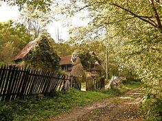 Via Romania  Postcards - Postales Facebook Page - Village in Transilvania