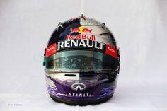 h Este es el casco de Sebastian Vettel para el Gran Premio de Abu Dhabi 2013. 1