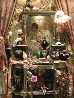 Creative Co-op Shabby Cottage Chic Metal Bird Desk Clock Home Decor - Home Style Corner Bohemian Interior, Bohemian Decor, Boho Chic, Gypsy Decor, Bohemian House, Boho Life, Gypsy Life, Bohemian Gypsy, Michal Negrin