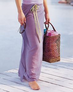 Simple Sarong. I have the perfect ultra-lightweight, gauzy printed cotton for this...